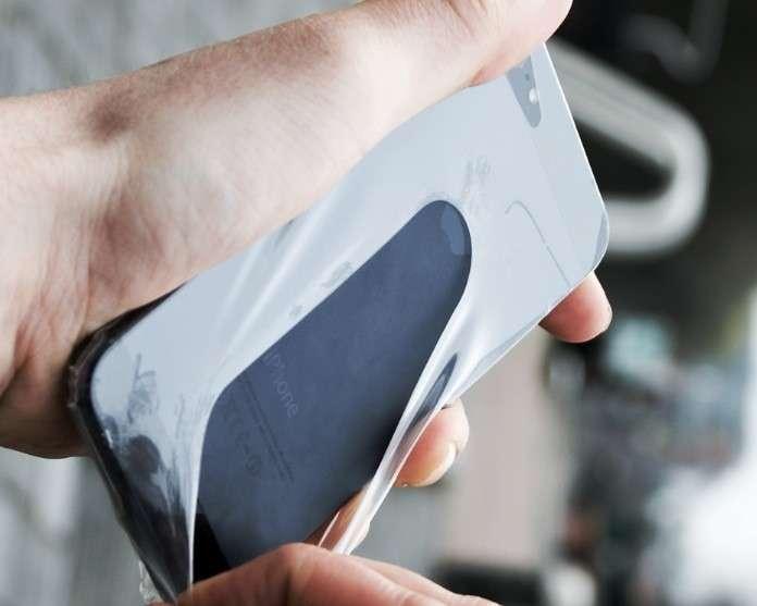 Preservativo per cellulari: custodia pronta all'uso [FOTO]