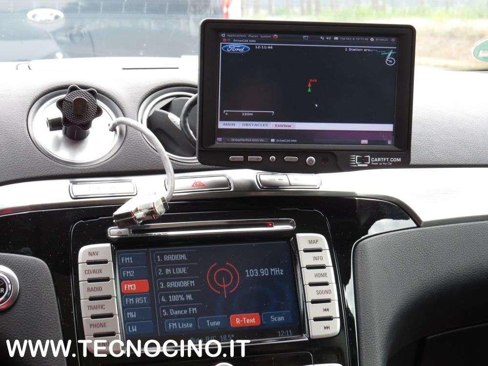 L'auto che parcheggia con lo smartphone e fa il check-up medico