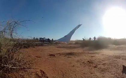 GoPro vola sull'aereo di carta più grande del mondo [VIDEO]