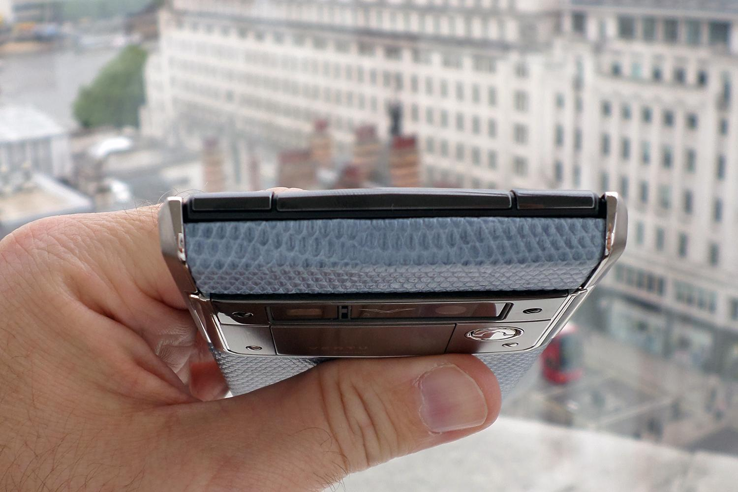 Inserto in pelle di serpente di Vertu Signature Touch