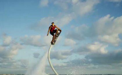 L'Hoveboard esiste: è un surf hitech spettacolare [VIDEO]