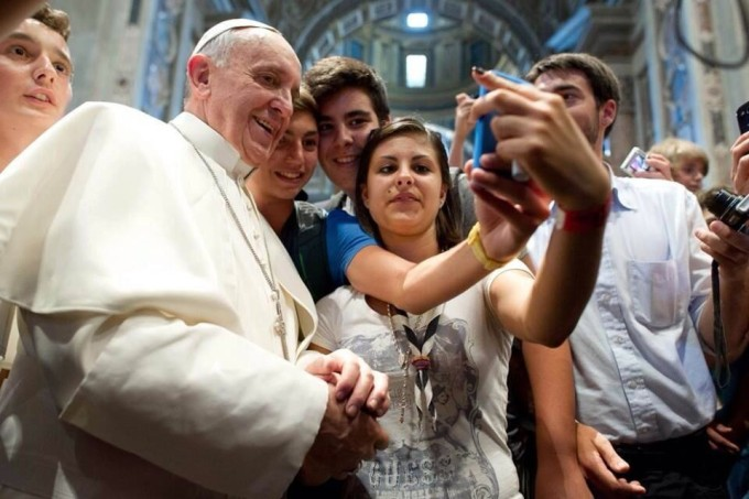 Selfie mania: 10 regole per lo scatto perfetto