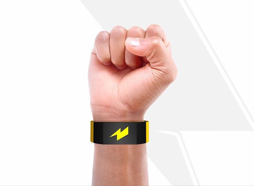 Il braccialetto hitech ti dà la scossa se vai su Facebook o salti la palestra