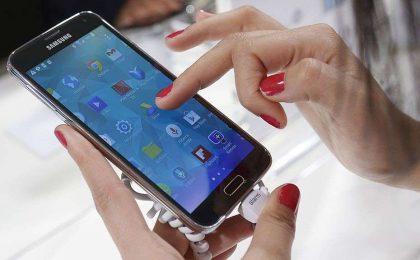 iPhone 6 Plus vs Samsung Galaxy S5: confronto su scheda e prezzi [FOTO]