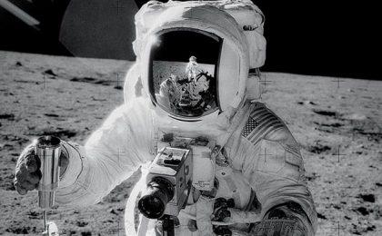 La fotocamera Hasselblad 500C andata nello spazio ora all'asta