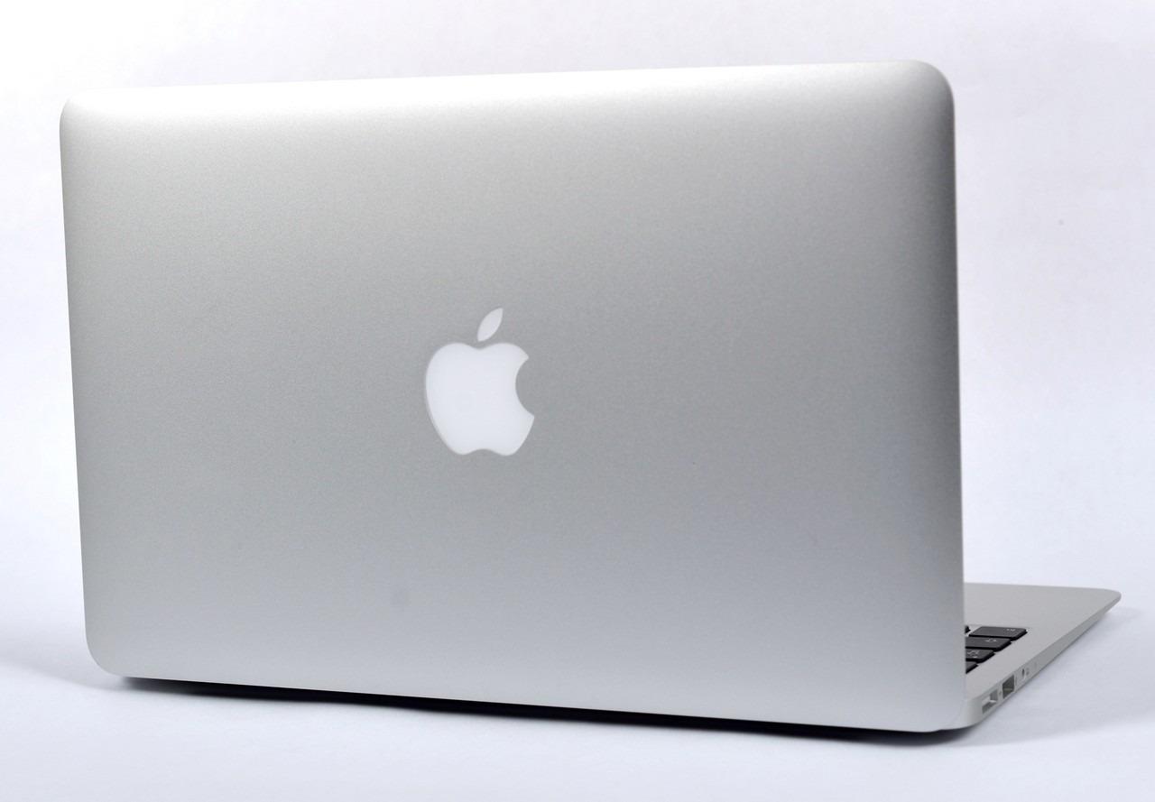 MacBook Air da 12 pollici dice addio alla mela illuminata