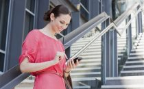 Smartphone e tablet creano rughe sul collo?