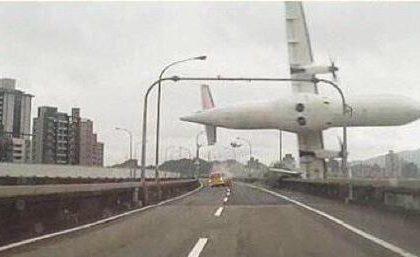 Incidente aereo Transasia a Taiwan: tweet, foto e video online annullano le agenzie