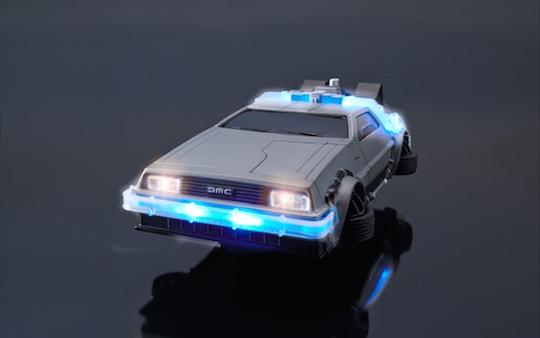 La custodia per iPhone ispirata a Ritorno al Futuro: una DeLorean
