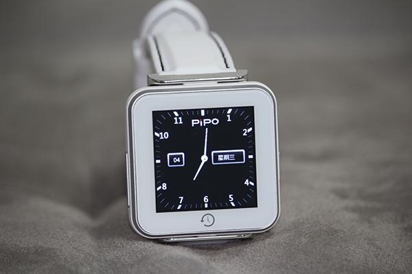 Pipo C2, lo smartwatch più economico: solo 30 euro
