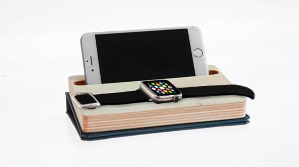 Dock che ricarica Apple Watch e iPhone contemporaneamente