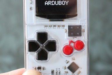 Il Game Boy 2.0 grande come una carta di credito