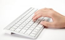 iClever: la tastiera Bluetooth ultra-slim e il cavo Lightning USB da 1.8m