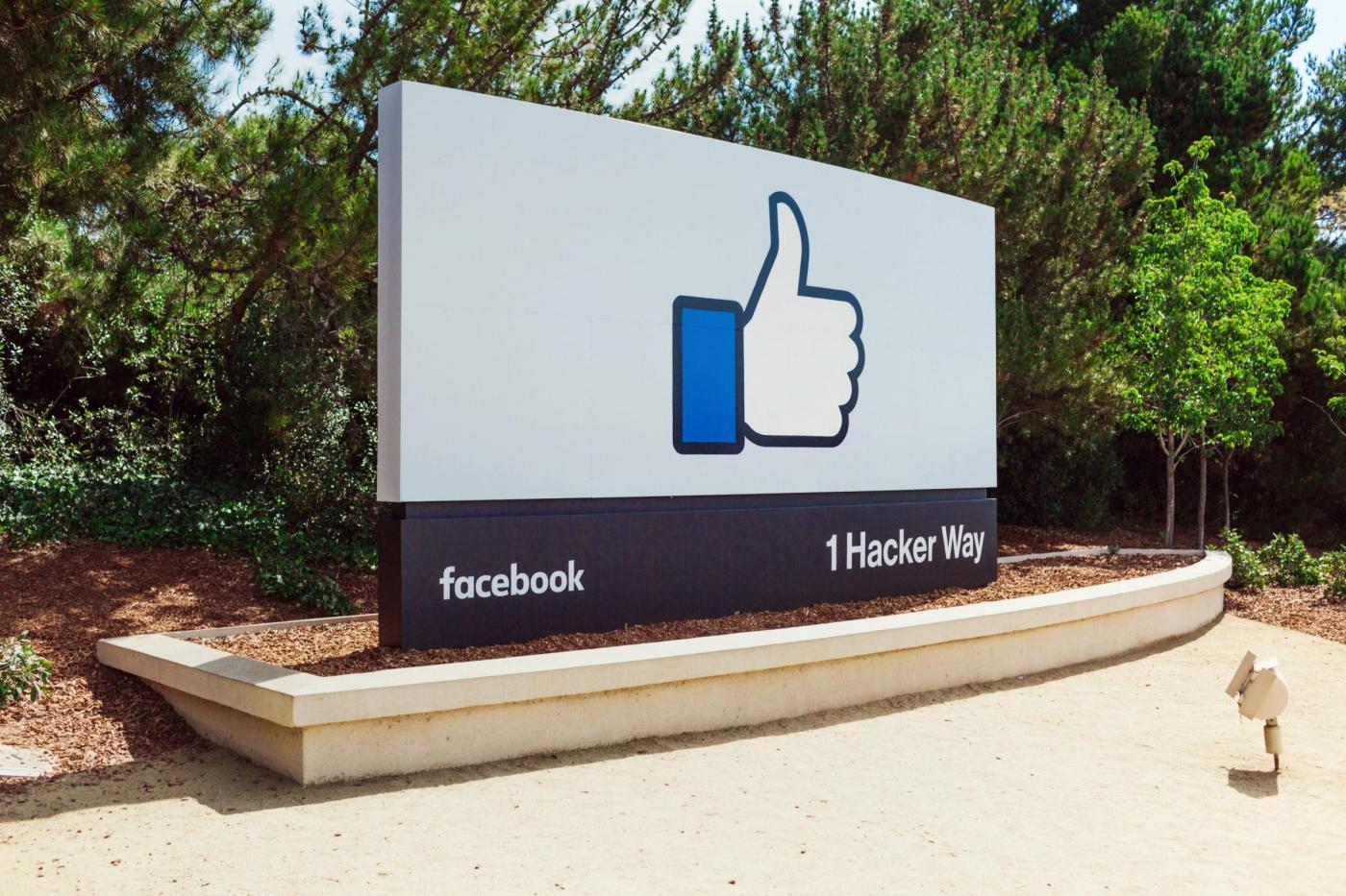 "Facebook tasto like: addio al ""mi piace"", arrivano le ""Reactions"""