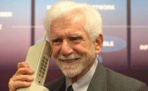 La prima telefonata da cellulare 43 anni fa: la beffa di Cooper