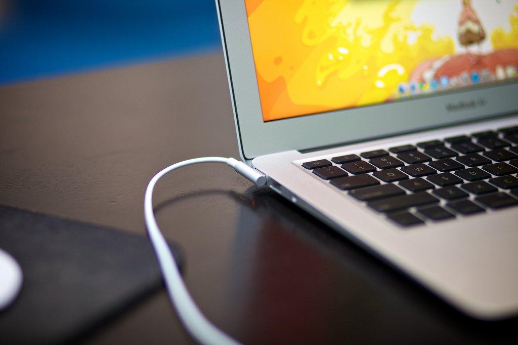 Come tenere cura dell'alimentatore del Macbook