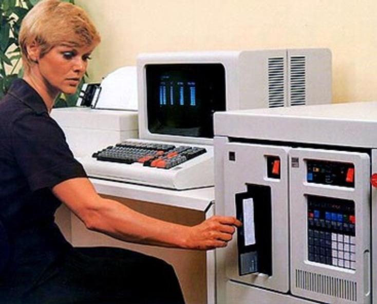 IBM Serie 1 e floppy disk da 8 pollici