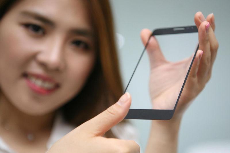 LG sviluppa un sensore d'impronte digitali invisibile