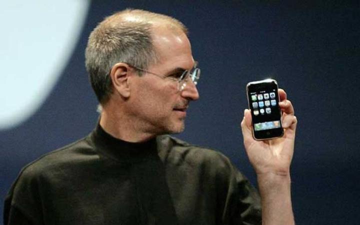 Steve Jobs e primo iphone