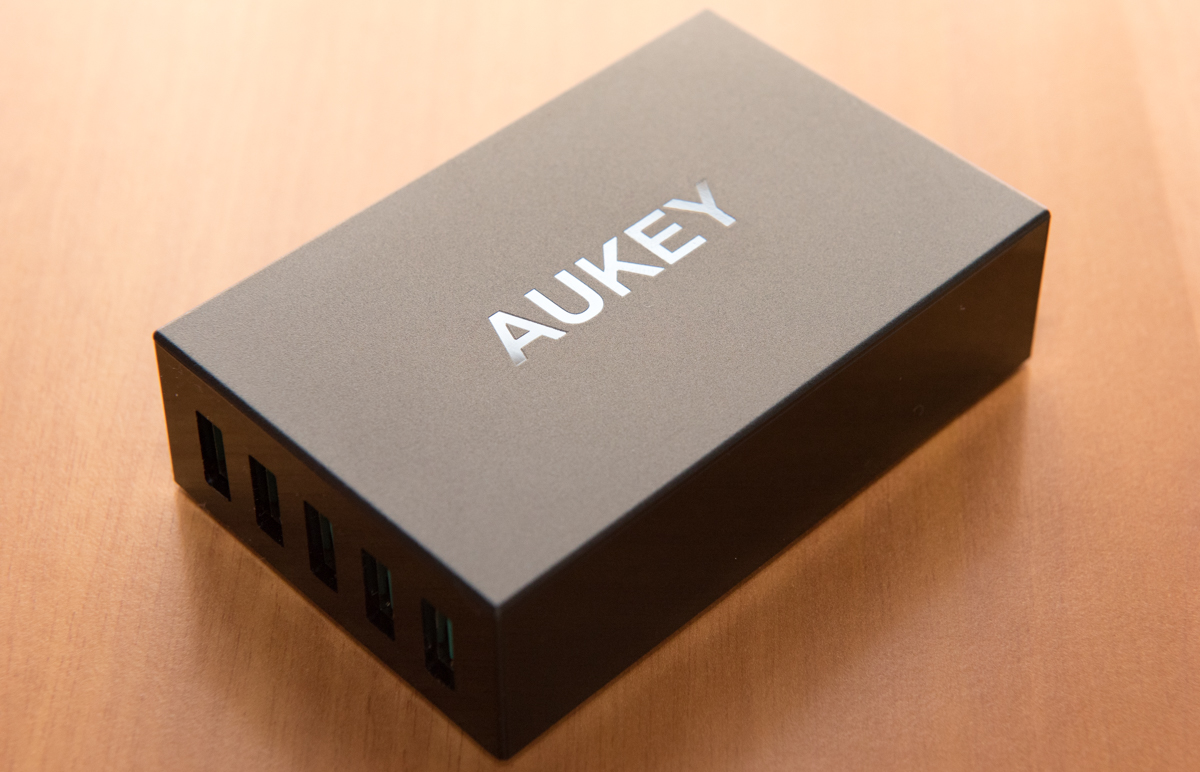 Caricabatterie AUKEY PA-U33: recensione del caricatore con 5 porte USB