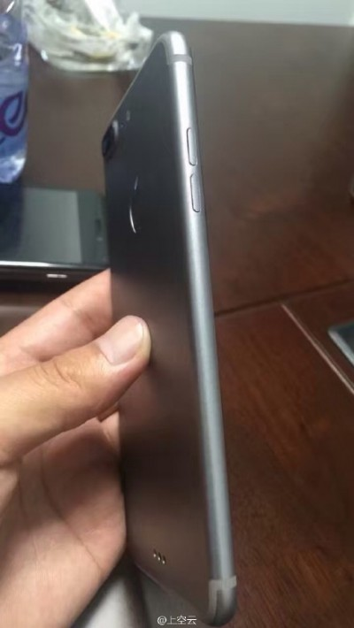 iPhone 7 Pro vista laterale