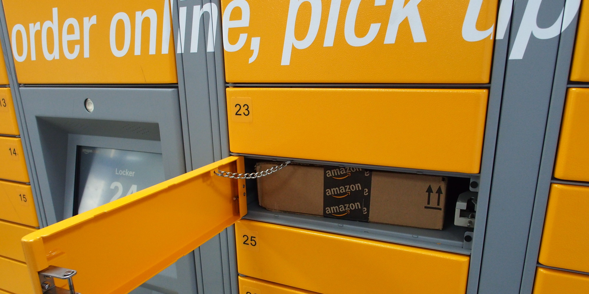 Amazon Locker, i punti di ritiro self-service arrivano in Italia