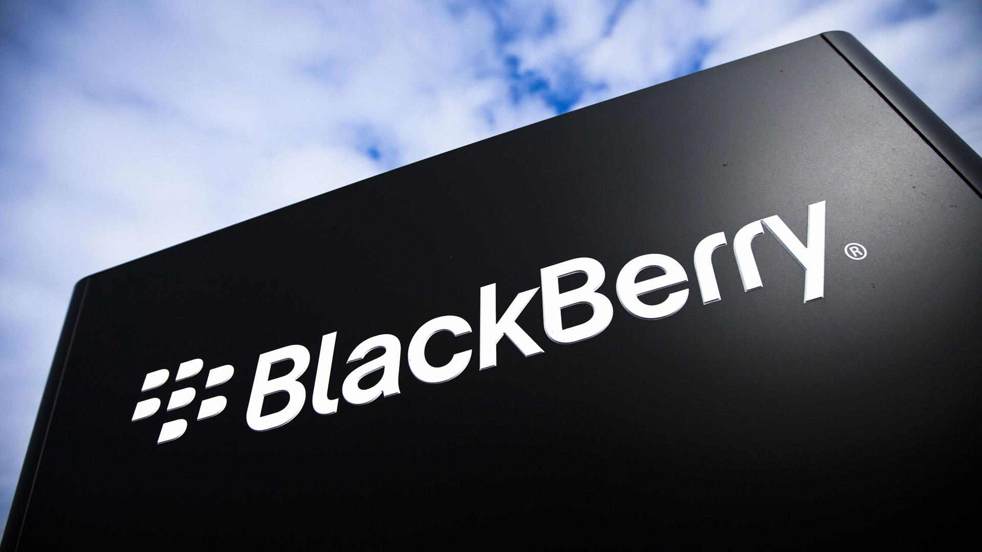 BlackBerry, addio alla produzione di smartphone