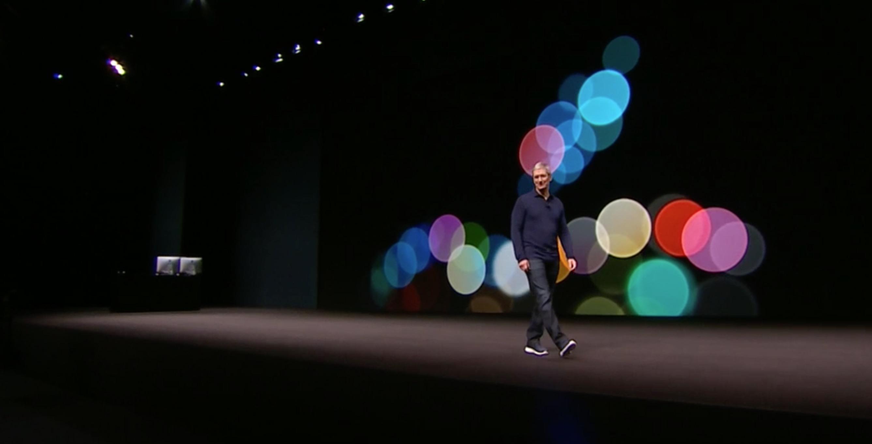 Tim Cook sul palco evento Apple 7 settembre