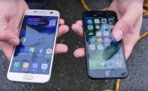 iPhone 7 vs Samsung Galaxy S7: chi resiste di più allacqua?