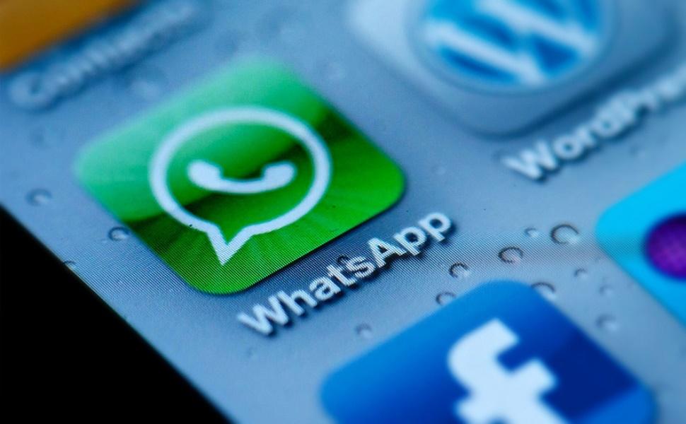 WhatsApp aggiornamento: disegni, emoji e scritte su foto e video