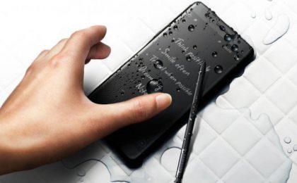 Samsung Galaxy S7 Edge nella colorazione Pearl Black (Glossy) in uscita