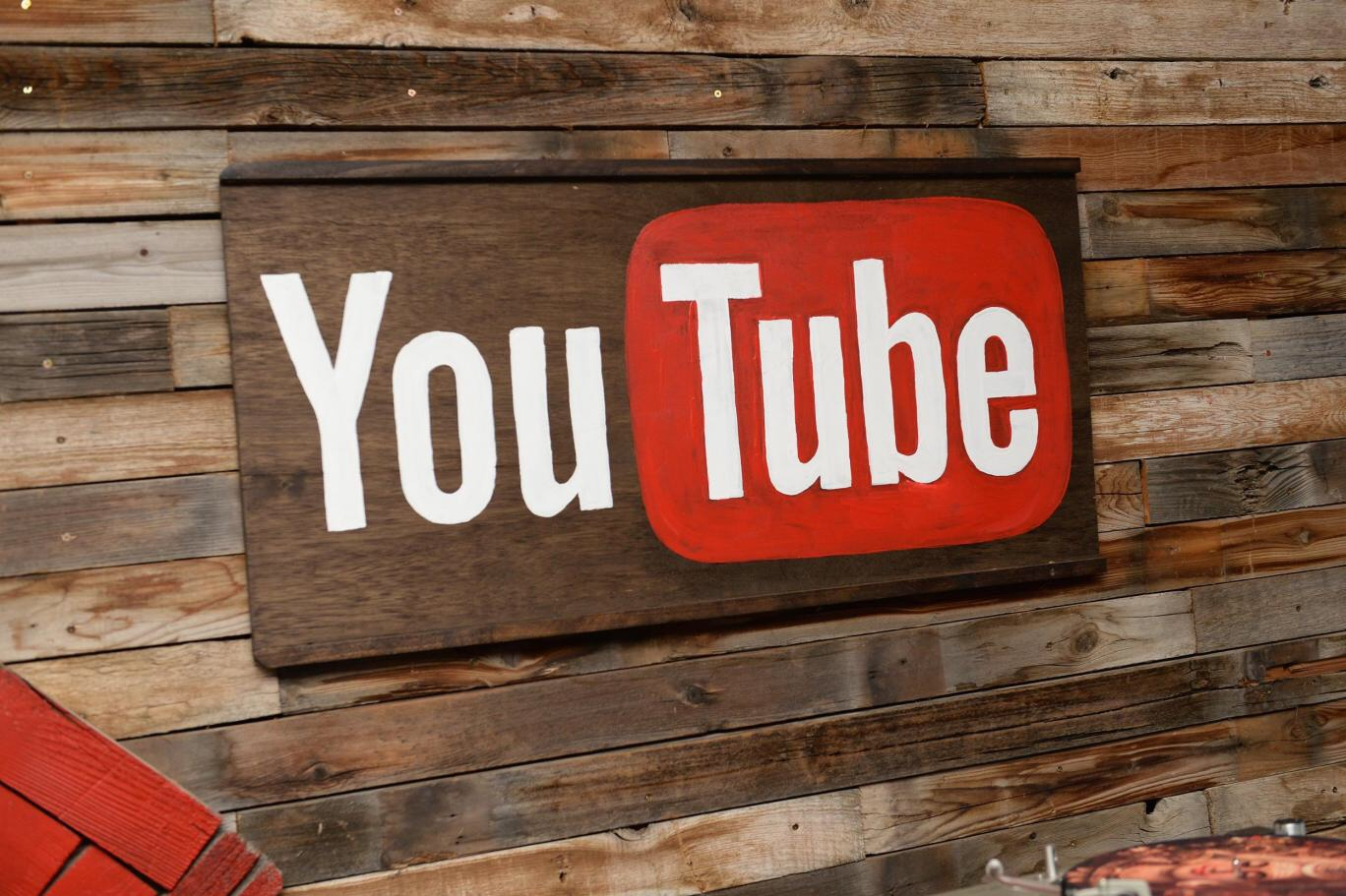 YouTube testa la chat social di gruppo