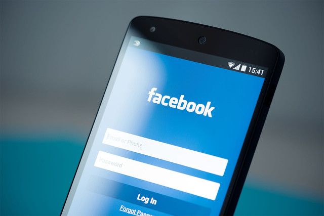 Facebook Stories smartphone