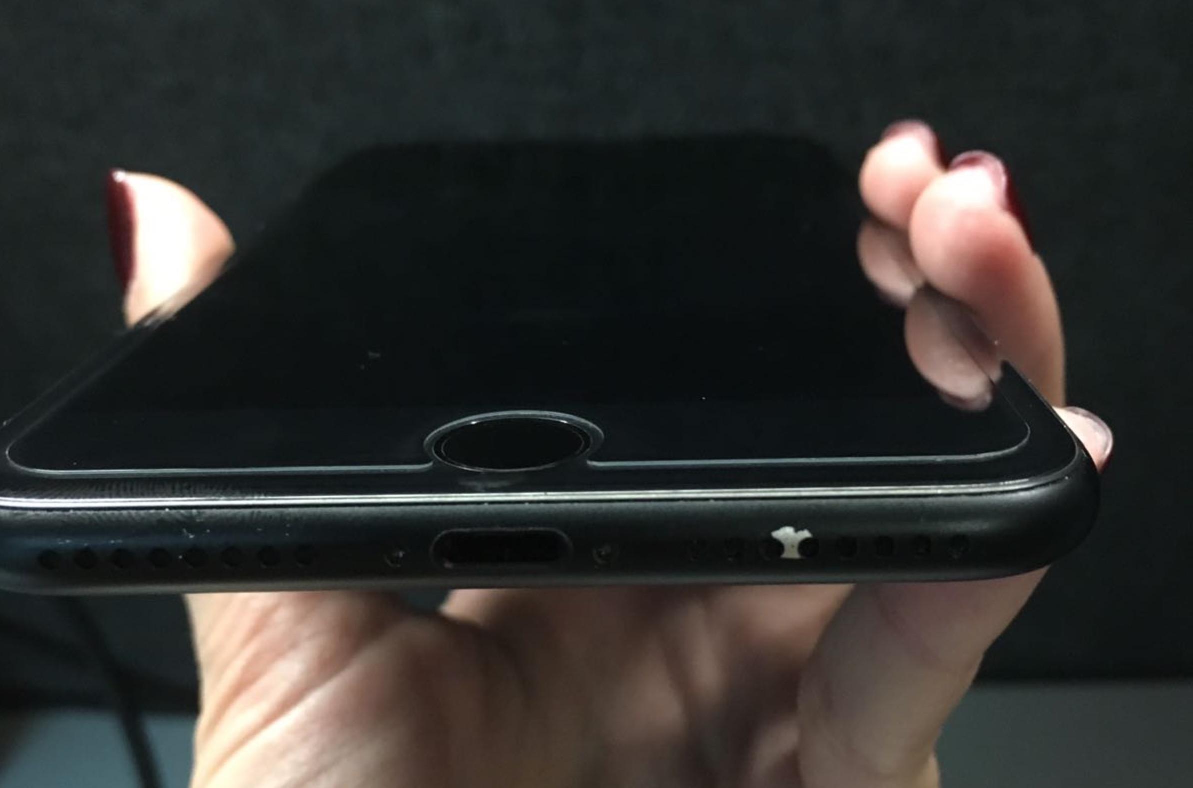 iPhone 7 nero opaco, difetti di verniciatura