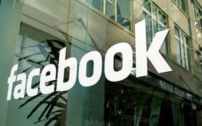 Scrivere a Facebook
