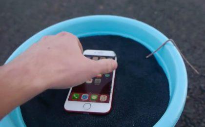 iPhone 7 rosso resiste a 12 Kg di polvere da sparo? Il video!