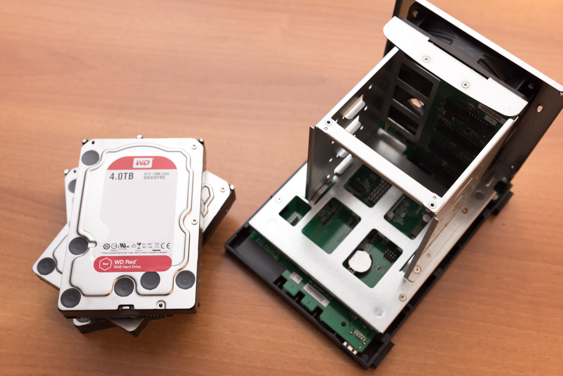 ASUSTOR AS1004T con hard disk