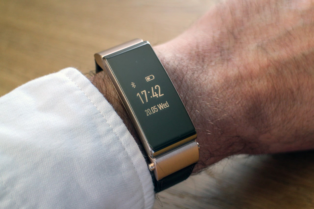 Huawei TalkBand B2 smartband con display