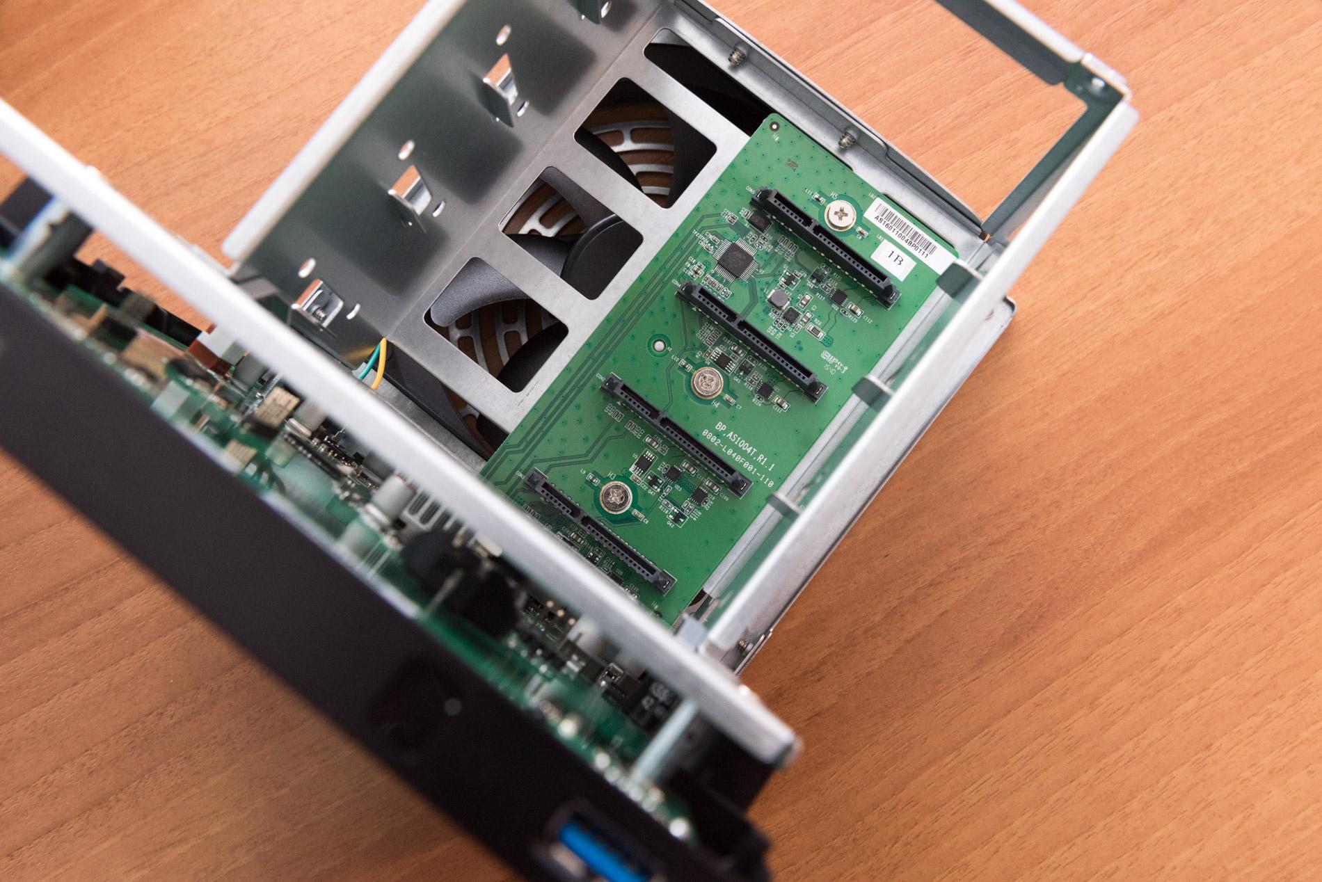 Interno hardware ASUSTOR AS1004T