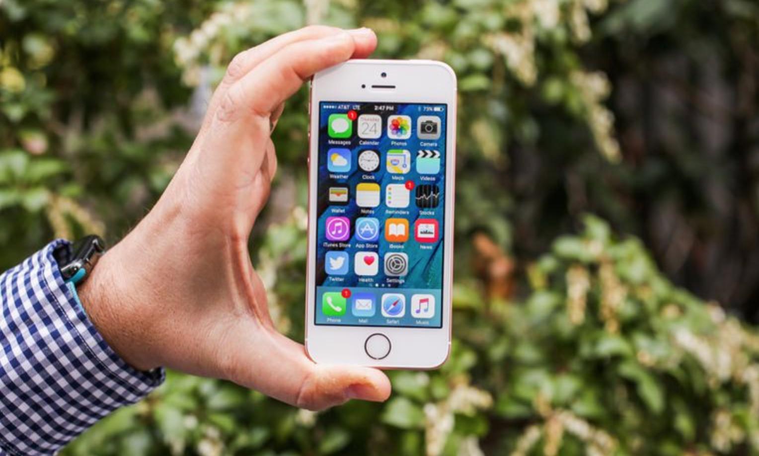 I migliori smartphone da usare con una mano del 2017