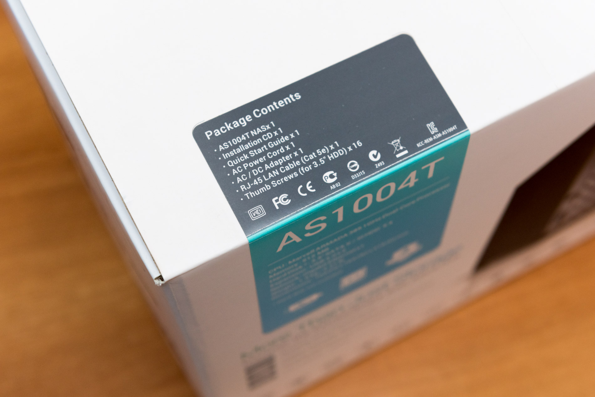 Unboxing AS1004T NAS