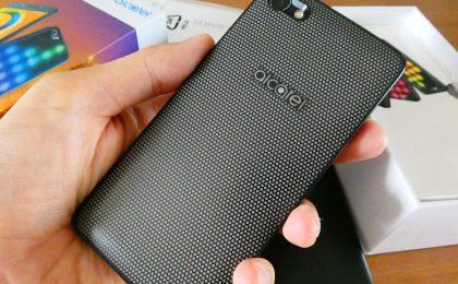 Alcatel A5 LED: la recensione dello smartphone-discoteca
