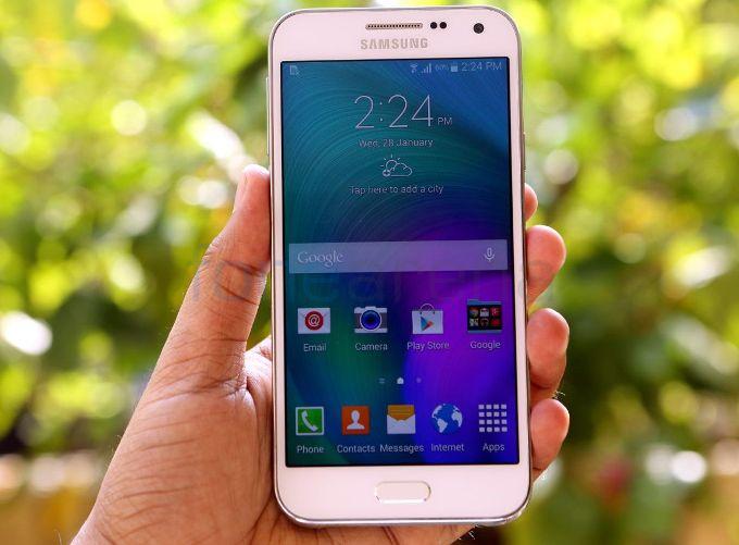 Samsung Galaxy J7 (2015) in aggiornamento a Android 7.0 Nougat