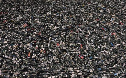 Come smaltire cellulari e smartphone vecchi e dove buttarli