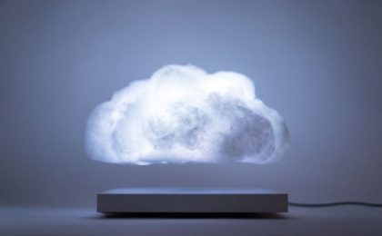 La lampada nuvola LED che galleggia nell'aria