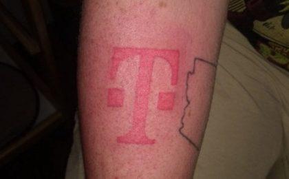 Si tatua il logo T-Mobile per avere un iPhone gratis