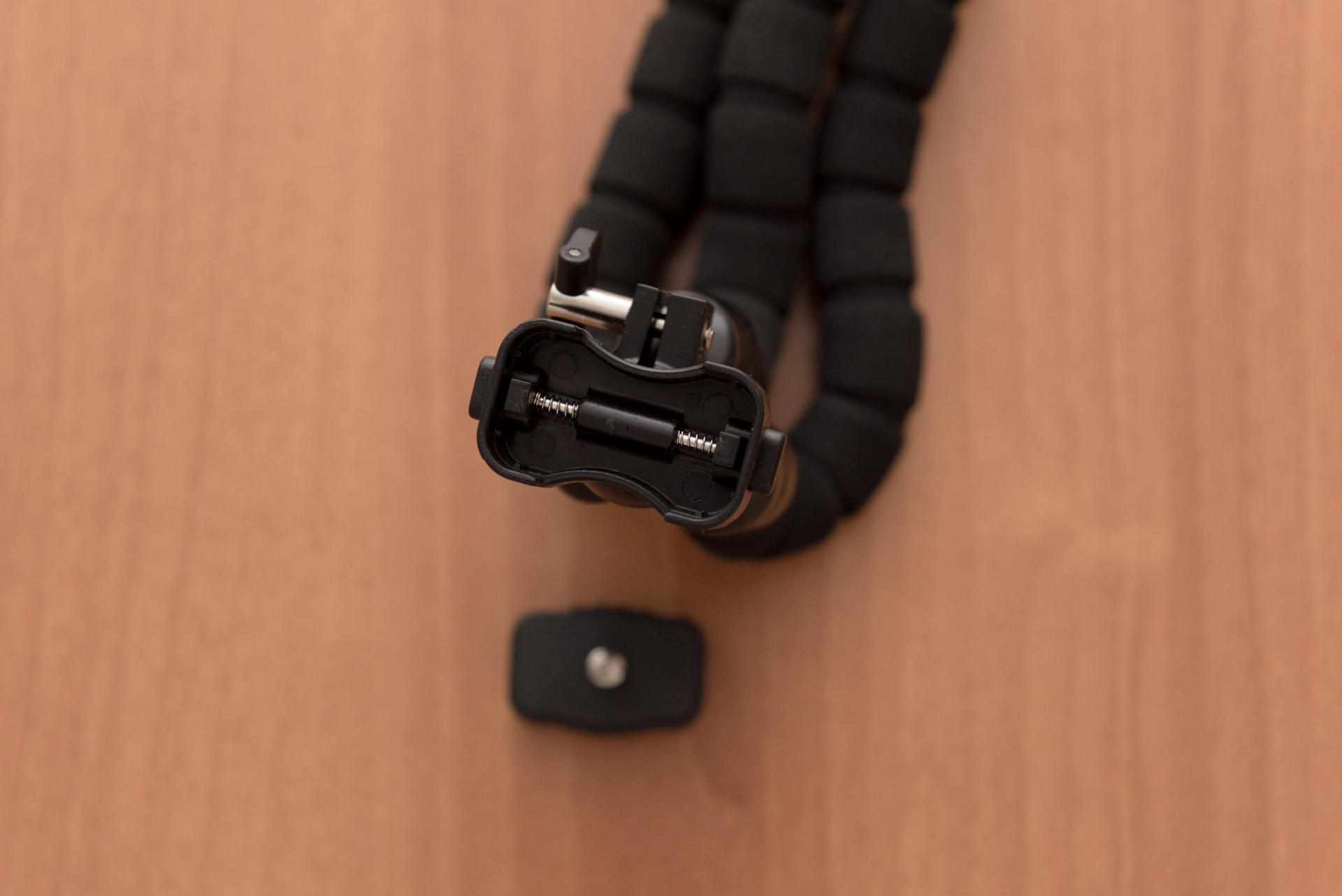 Attacco a molla treppiede mini flessibile AUKEY