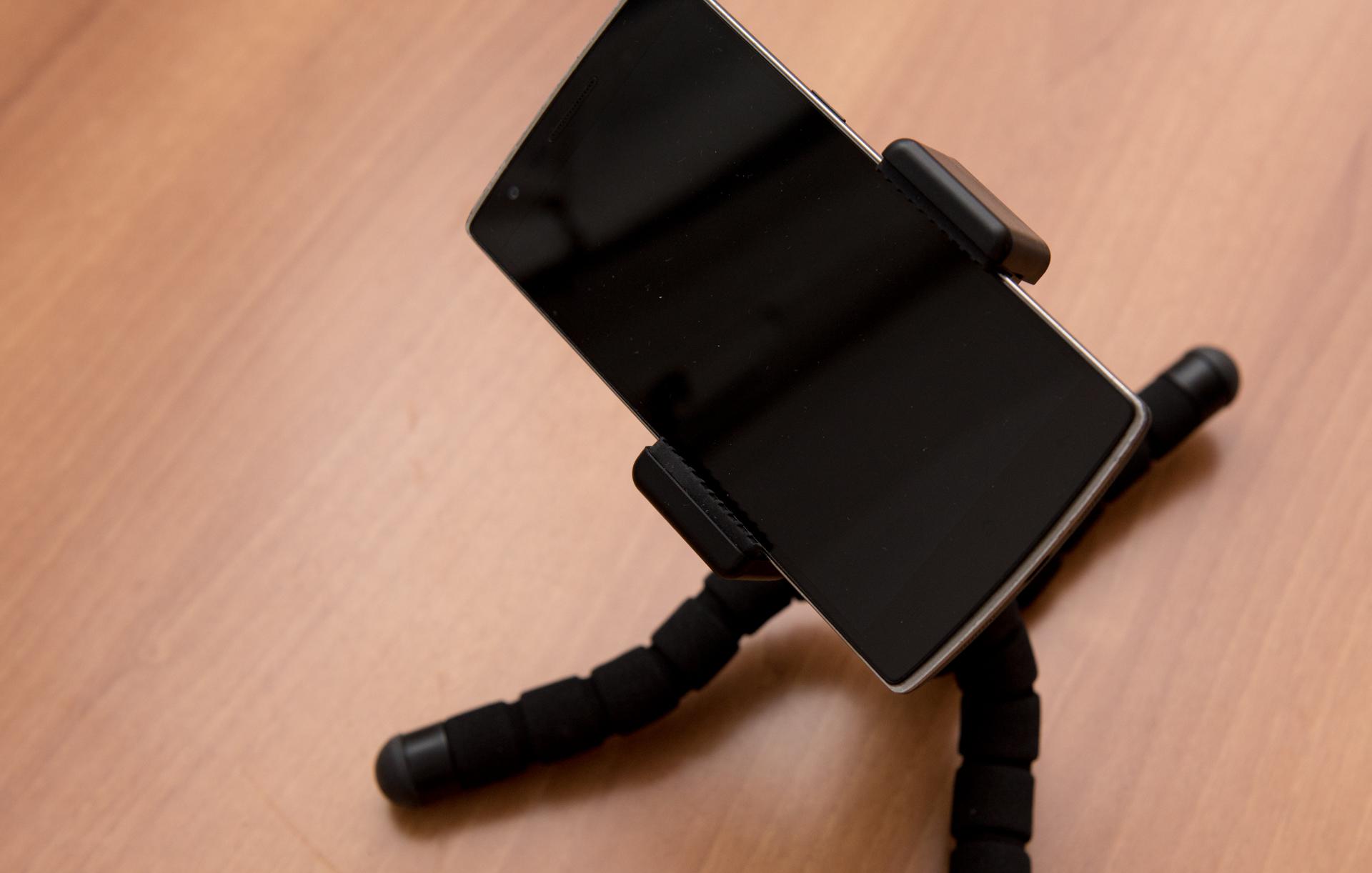 Smartphone con treppiede mini flessibile AUKEY