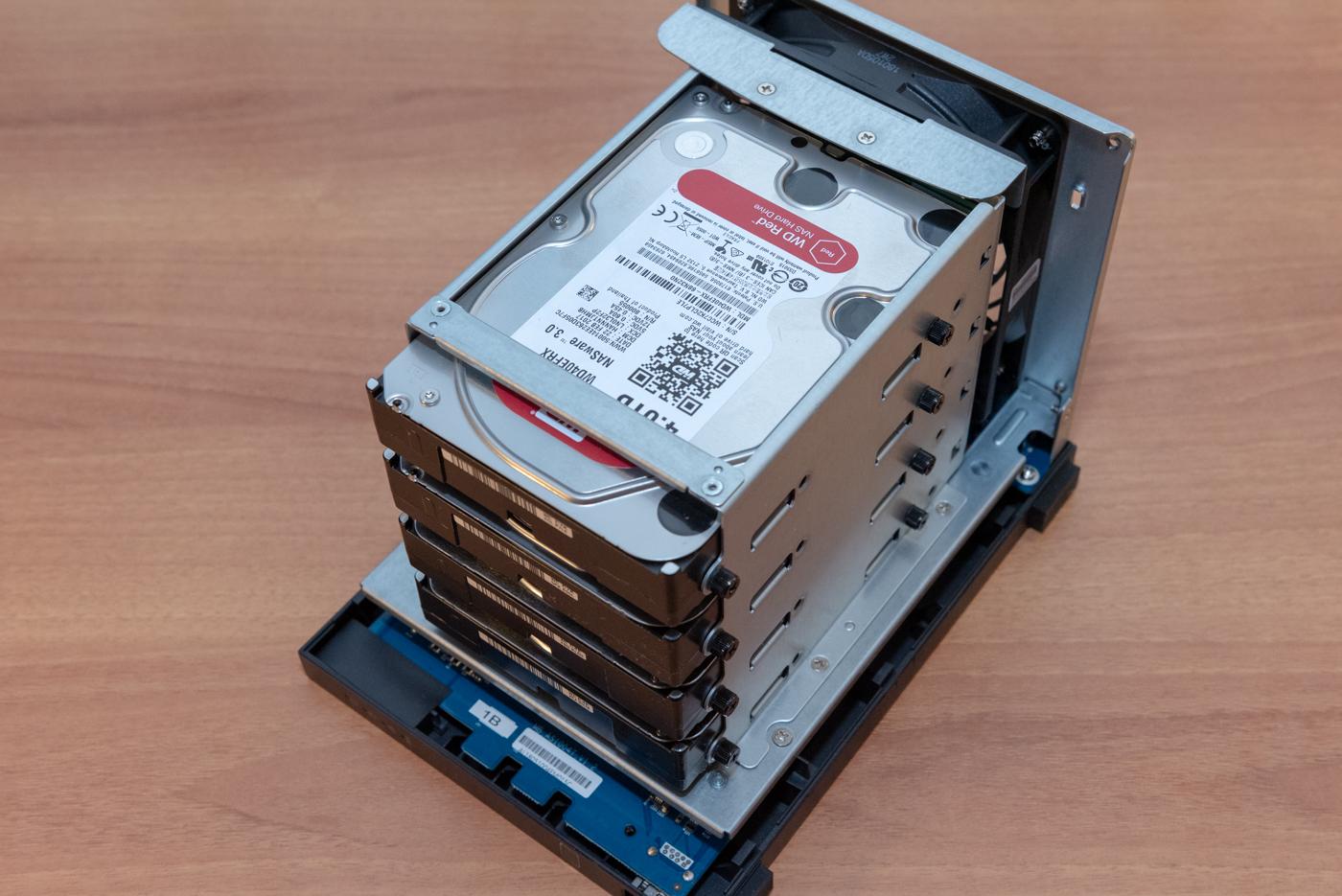 ASUSTOR AS1400T v2 hard disk test performance