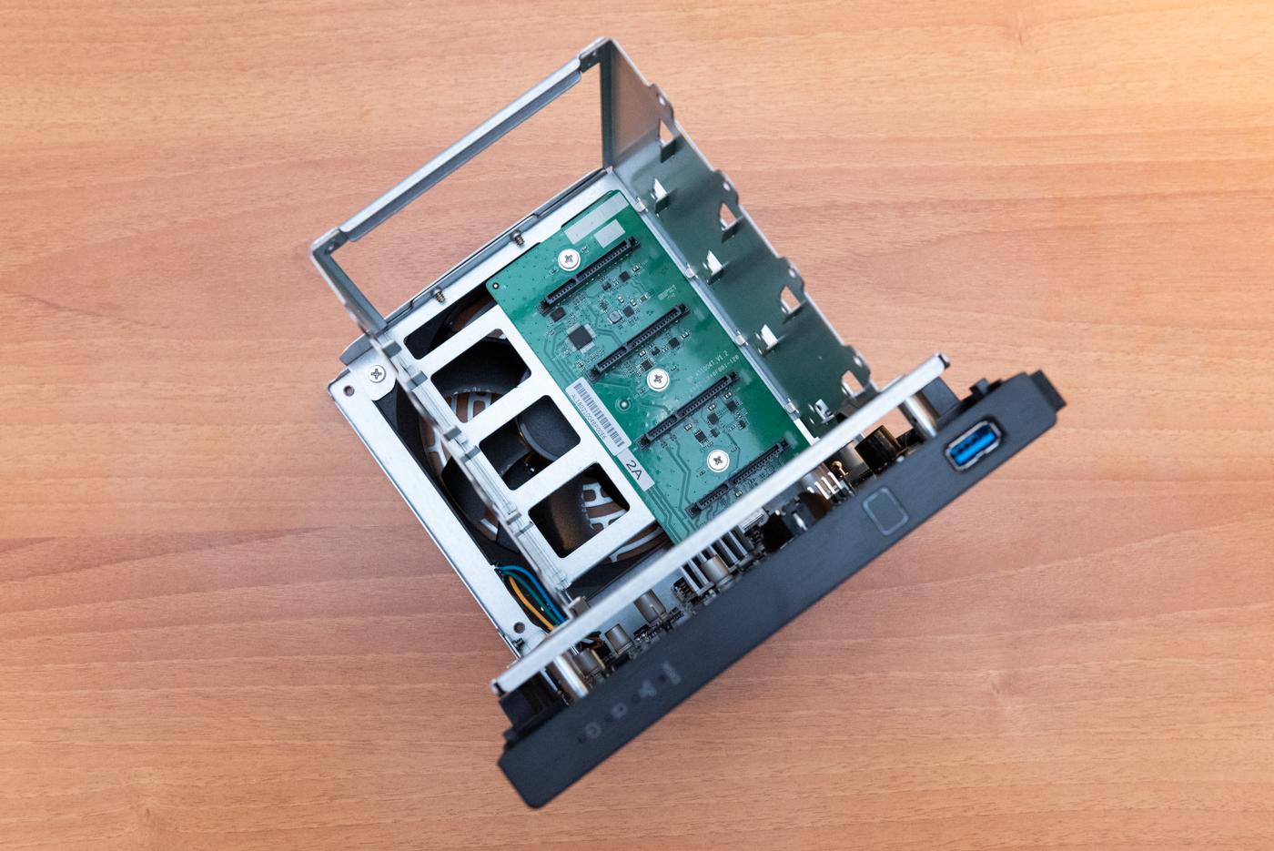 ASUSTOR AS1400T v2 interno hard disk